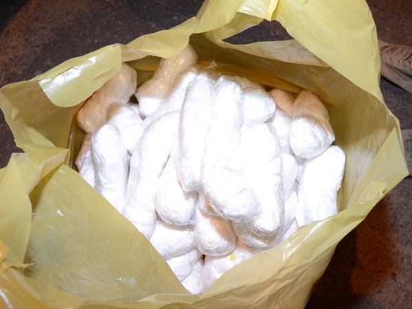 Muriaé: PRF apreende 120 papelotes de cocaína dentro de carro na BR-116