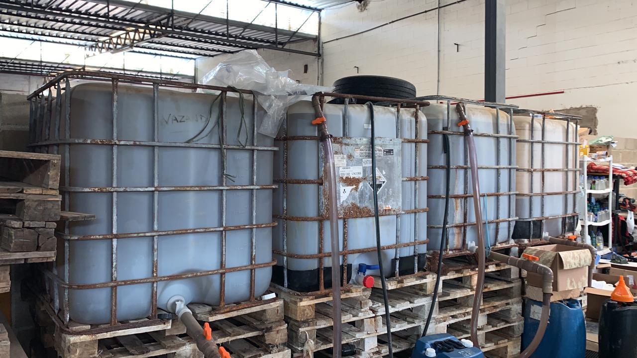Fábrica clandestina de produtos de limpeza é interditada em Juiz de Fora
