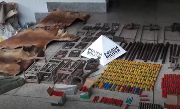 """Operação """"Semper In Agro"""": PM apreende arsenal em Unaí"""