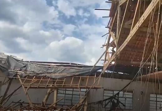 Muzambinho: telhado de clube desaba e interdita plenário da Câmara Municipal