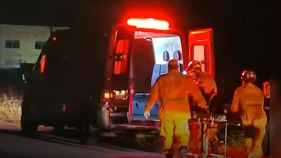 Ciclista fica ferido depois de caminhão bater em bicicleta na MGC-491 em Alfenas