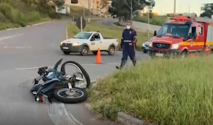 Varginha: motociclista fica ferido em acidente