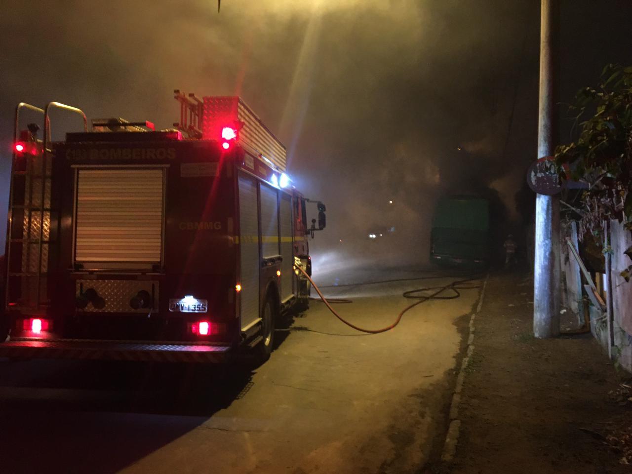 Juiz de Fora: ônibus é incendiado