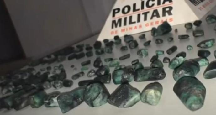 Juiz de Fora: PM apreende 168 pedras preciosas durante abordagem