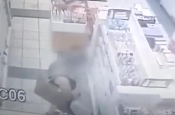 Produtos para a pele: jovem é flagrada furtando em farmácia em Varginha