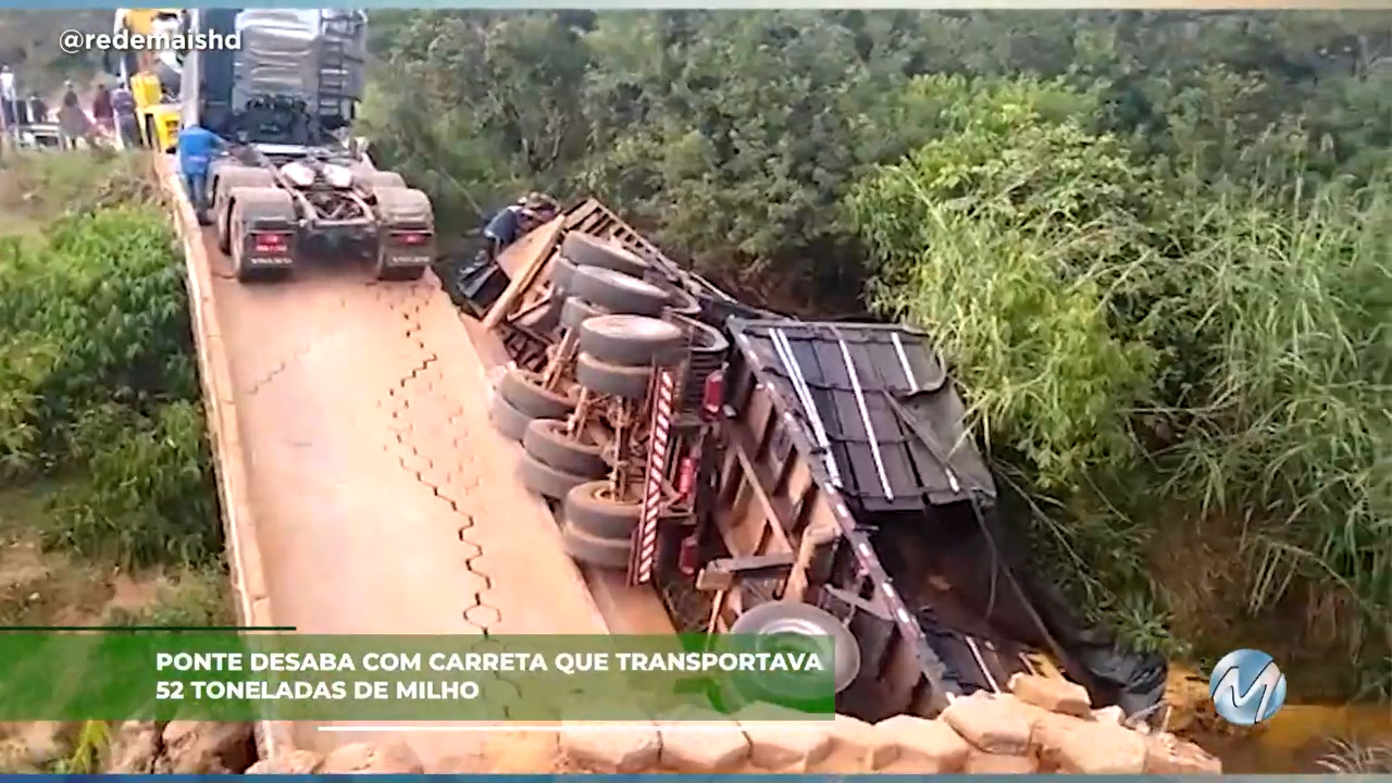 Ponte desaba com carreta que transportava 52 toneladas de milho