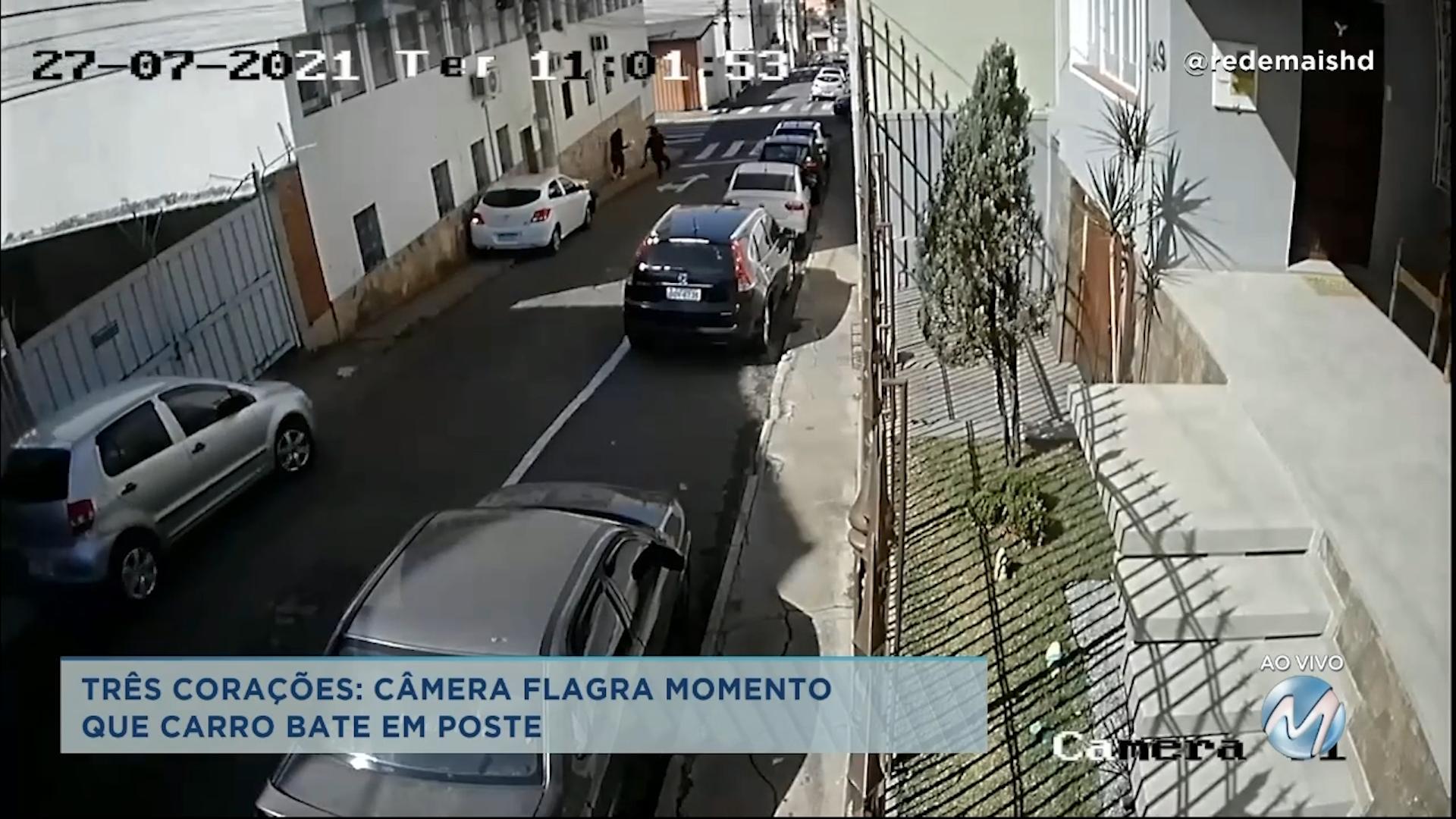 Câmera flagra momento em que carro bate em poste