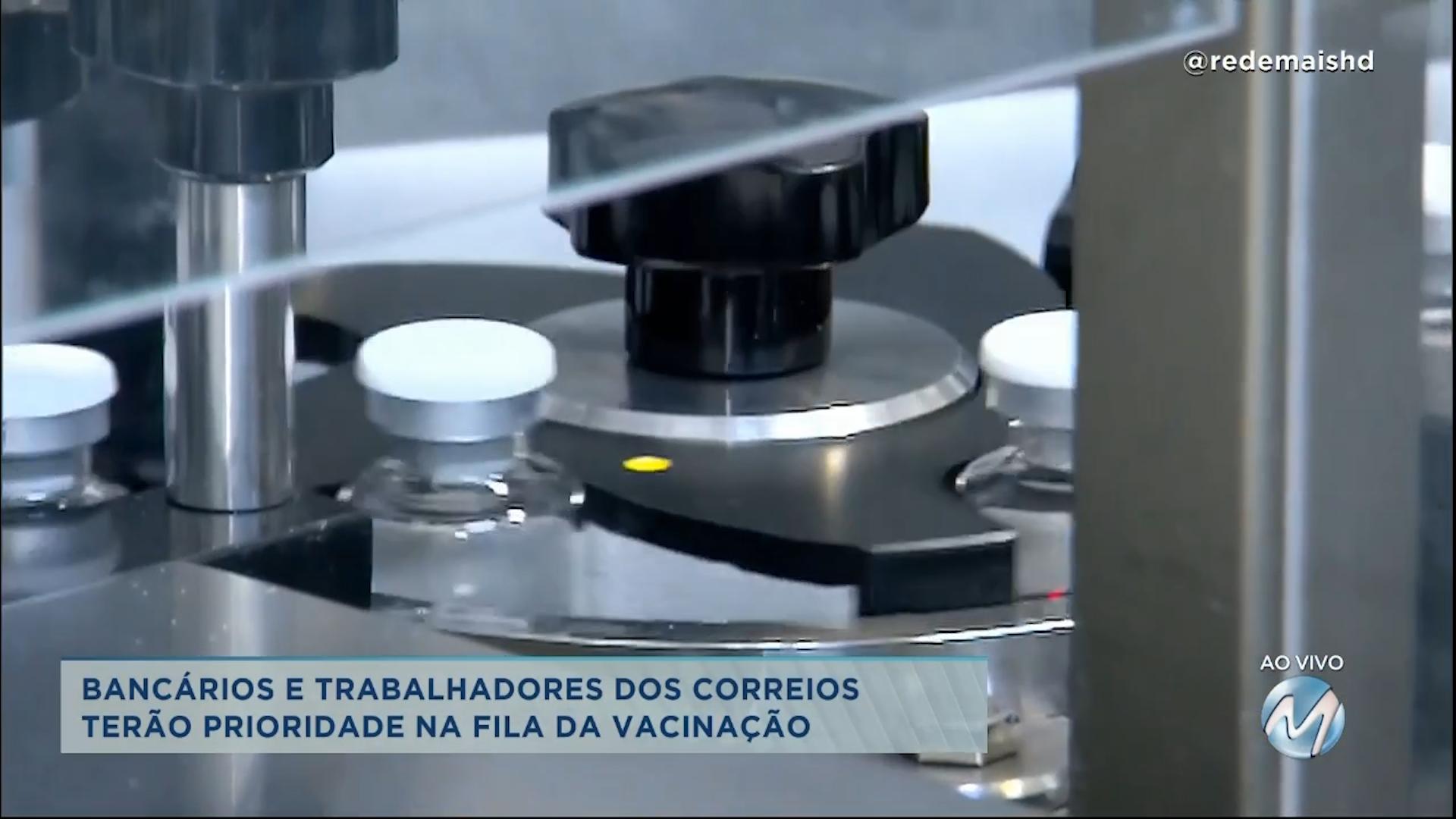 Vacina contra Covid-19: governo aprova pedido de bancários e trabalhadores dos Correios